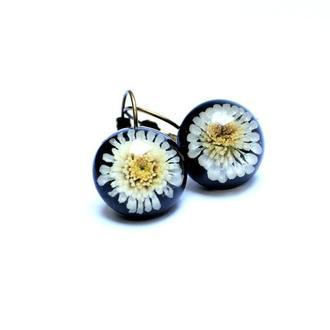 Серьги полусферы с цветами хризантемы.