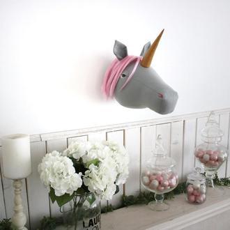 Единорог с розовой гривой