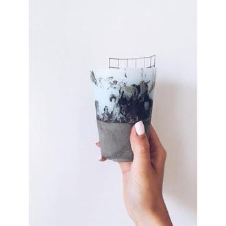свеча из бетона с ароматом лесной ягоды