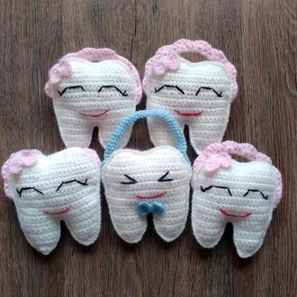 Вязаная подушка с карманом для зубной феи