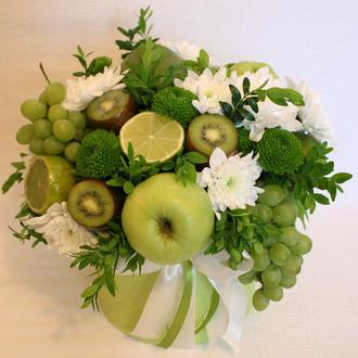 """Букет з фруктів та квітів """"Свіжість весни"""""""