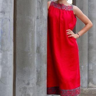 Сукня декорована вишивкою