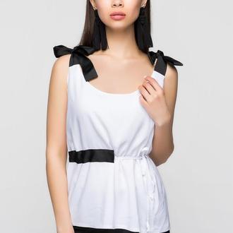 Белая блузка из штапеля с черными бантами