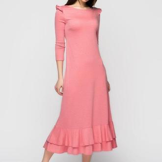 Розовое платье с крылышками и рюшей