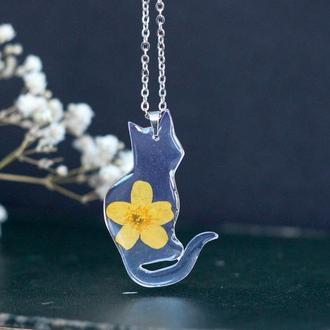Подвеска кот с настоящим цветком  из смолы цепочка хирургическая сталь на подарок подруге сестре