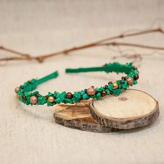 Ободок из натуральных камней зеленый с золотом