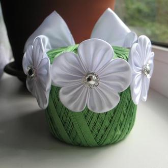Белая резинка на пучок/гульку с цветами