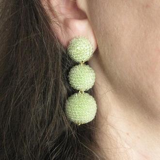 Светло-зеленые серьги бон бон из бисерных шариков (салатовые серьги)