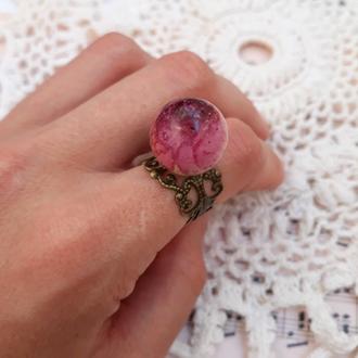 Кольцо из эпоксидной смолы с  цветком  розы