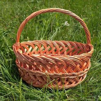 Плетеная лозовая корзина