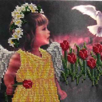 """Картина, вышитая бисером """"Ангелочек в тюльпанах"""""""