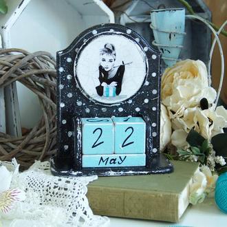 вечный календарь Одри