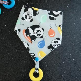 Слюнявчик с силиконовым грызунком «Панды»