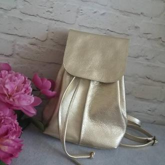 Рюкзак из натуральной кожи. Цвет золото.