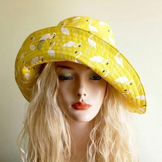"""Шляпа желтая с эксклюзивным рисунком """"Фламинго"""", вышивкой бисером для женщины, любящей шик и комфорт"""