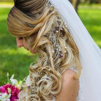 Весільні гребінь та гілочка у зачіску нареченої
