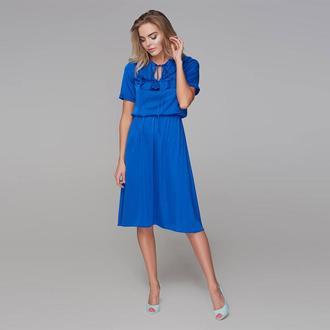 Платье с кокеткой и коротким рукавом синее