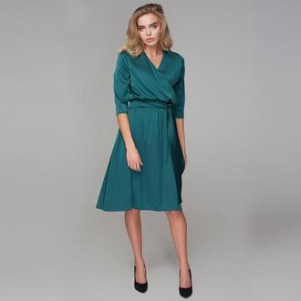 Платье-миди с запахом зеленое