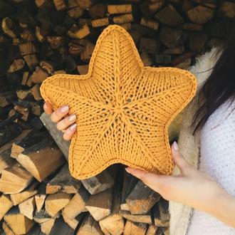 Подушка звезда, подарок на день рождения, вязаная подушка для интерьера звезда