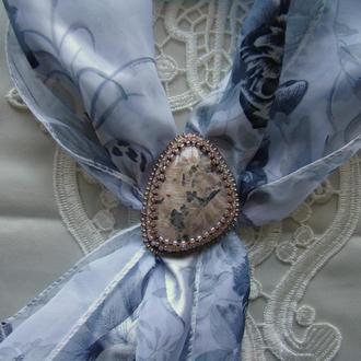 зажим для шарфа с лунным камнем
