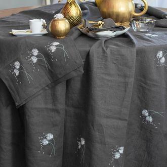 скатерть с вышитыми одуванчиками. Размеры 150/150