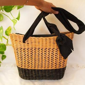 Плетеная ажурная сумка с черным дном