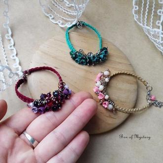 Бордовый браслет с цветами, миниатюрные цветы, цветочное украшение