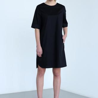 Платье с треугольным вырезом на спинке