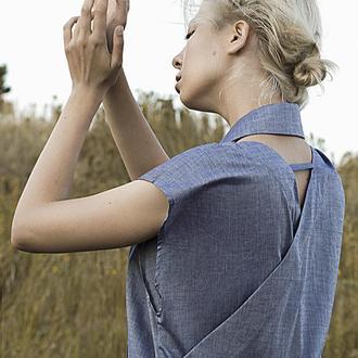 Платье со съемным воротником, состоит из двух платьев, которые соединены на спинке
