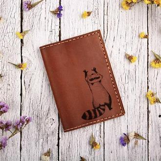 """Обложка для паспорта с гравировкой внутри """"Енот"""""""