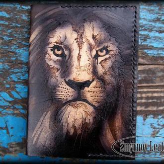 Кожаная обложка на паспорт лев портрет, мужская обложка для паспорта