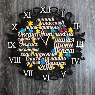 Настенные часы из дерева со словами