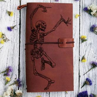 """Блокнот кожаный на резинке со сменными блоками с гравировкой """"Скелет"""""""