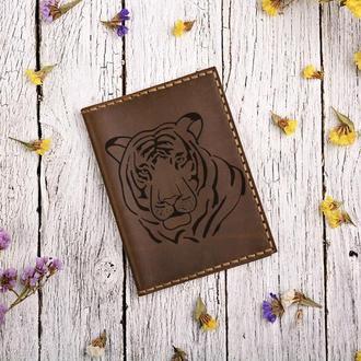 """Обложка для паспорта с гравировкой """"Тигр"""""""