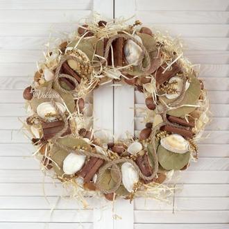 Венок из ракушек и натуральных материалов в морском стиле