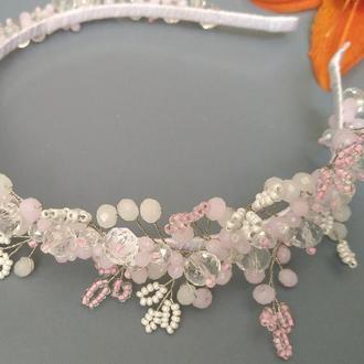 Нежно-розовый ободок из хрустальных бусин