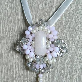 брош-орден, розовый кварц
