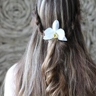 Свадебные цветы в волосы. Холодный фарфор. Белая орхидея. Оригинальная прическа. Заколка. Шпилька.