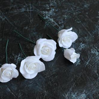 Розы в прическу на выпускной, свадьбу. Холодный фарфор. Цветы в волосы.