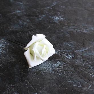 Бело-зеленая роза в волосы для невесты. Легкая заколка. Шпилька. Глина Deco Clay. Свадьба. Выпускной