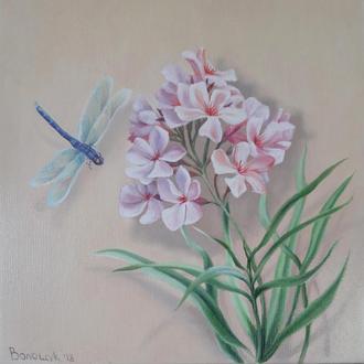 Нежные розовые цветы и стрекоза, картина маслом на холсте