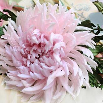 Шелковая брошь-хризантема «Pink Flower». Цветы из ткани