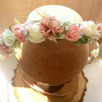 Венок с мятно-персиковыми цветами. Веночек в персиковых тонах. Свадебная бутоньерка. Свадебный венок