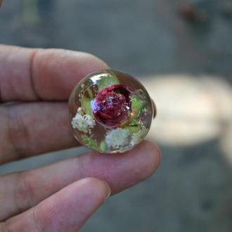 Кулон шар с розой и гипсофилой