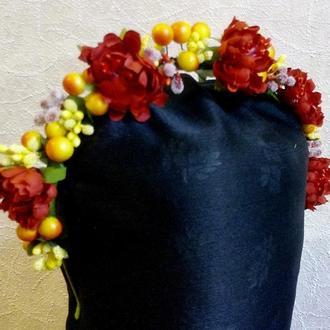 Красивый ободок венок на голову с цветами и ягодами