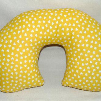Дорожная подушка желтая в сердечко и цветочек (двусторонняя)