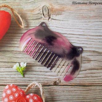Расчёска-гребешок из ювелирной смолы.