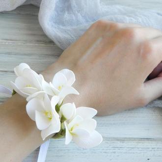 Цветочный браслет на руку Белые фрезии