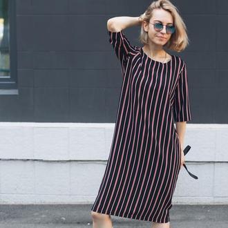 Черное платье в полоску, полосатое платье, стильное платье миди, свободное платье, красивое, принт