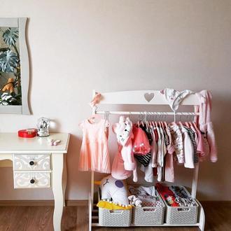 Вешалка стойка для одежды в детскую с сердечком